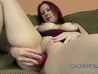 Lia shayde is playing with her mature pussy